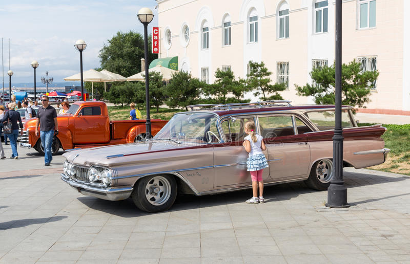 Download Exhibition Of Old American Classic Cars In Vladivostok. Editorial Photo - Image: 33523686