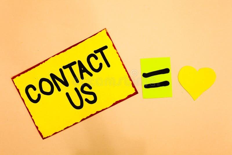 A exibição conceptual da escrita da mão contacta-nos Grupo do texto da foto do negócio de pessoa que serviço do traje da rendição imagens de stock royalty free