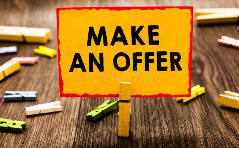 A exibição conceptual da escrita da mão faz uma oferta A proposta apresentando da foto do negócio traz acima o Proffer voluntário imagens de stock royalty free