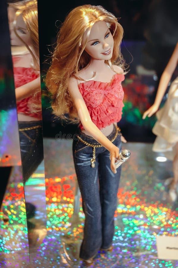Exibição da boneca de Barbie foto de stock