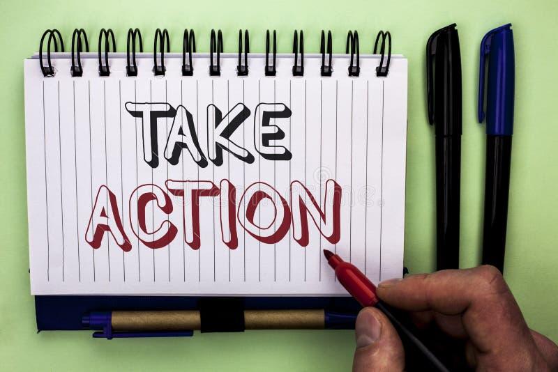 A exibição da nota da escrita toma a ação Objetivo futuro apresentando do objetivo da atividade do procedimento das ações da estr fotos de stock