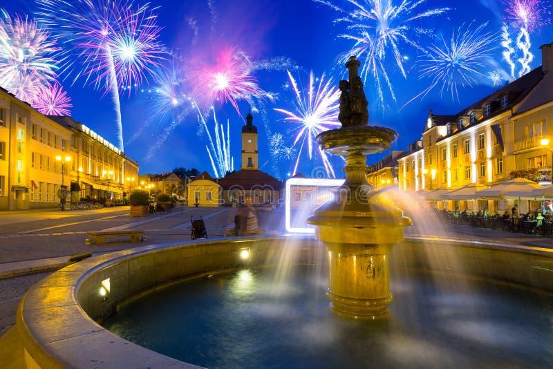 Exibição de fogos de artifício sobre a antiga cidade de Bialystok, Polônia fotos de stock royalty free