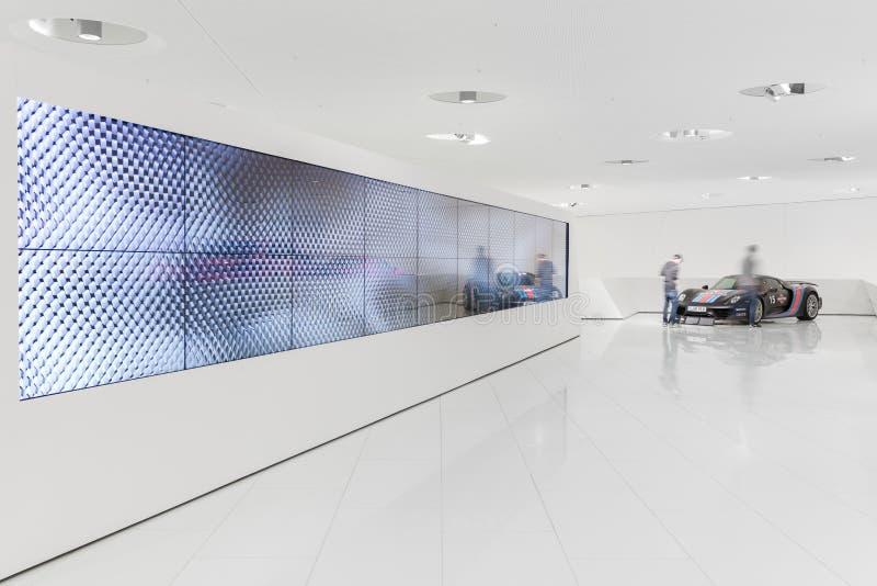 Exibições interiores do museu de Porsche imagem de stock royalty free