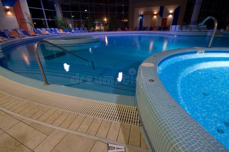 Exklusiver Swimmingpool lizenzfreies stockfoto