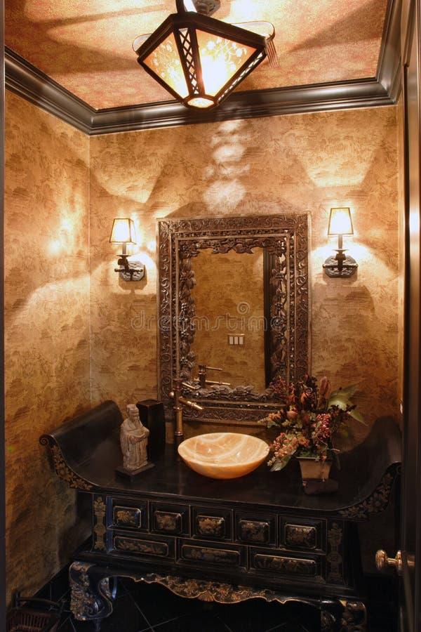 Exklusives Badezimmer stockfoto. Bild von luxus, auslegung - 4952586