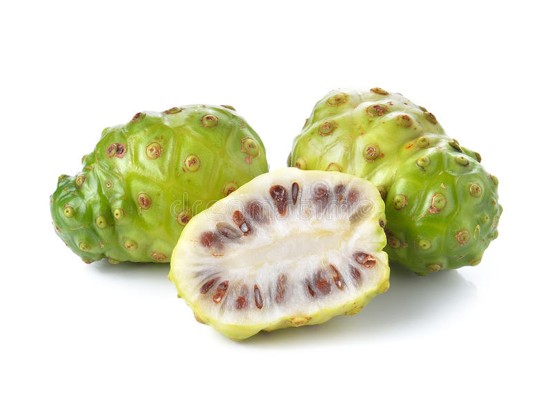 Exotische Frucht - Noni auf weißem Hintergrund lizenzfreies stockbild