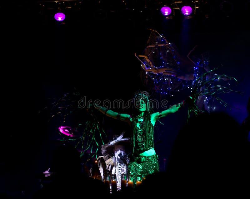 Exotische grüne Tanzen-Fee bei Faerieworlds lizenzfreies stockbild