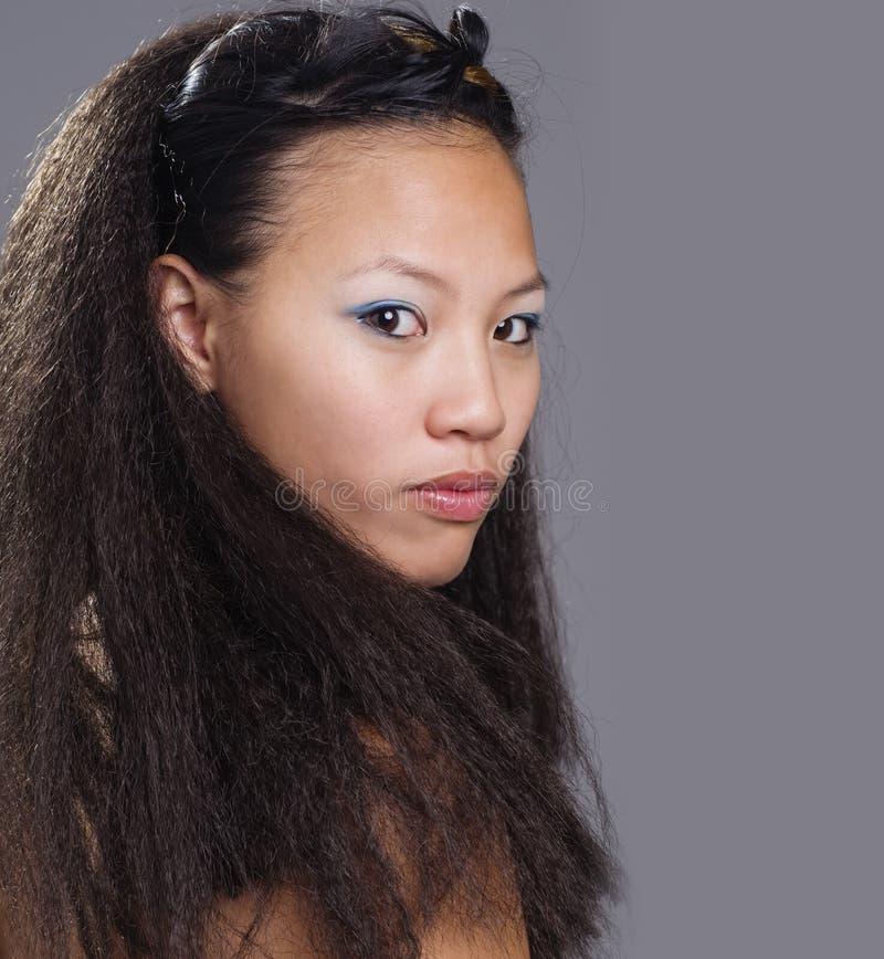 Exotische schöne junge Frau lizenzfreies stockfoto