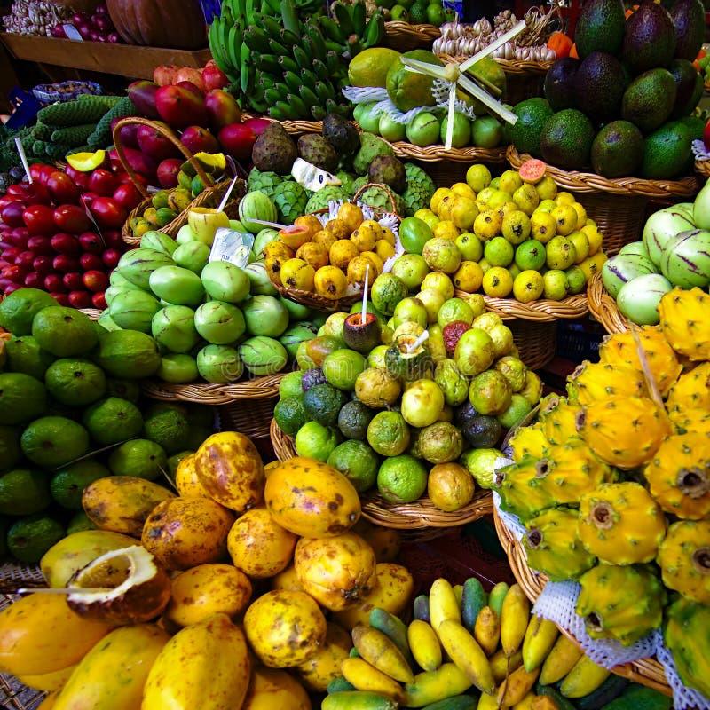 Exotische vruchten box stock afbeelding