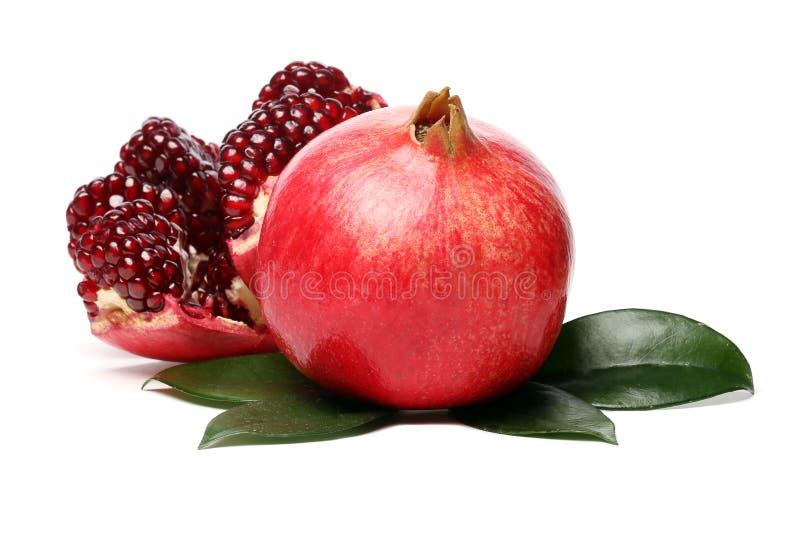 Exotischer Granatapfel auf weißem Hintergrund lizenzfreies stockfoto