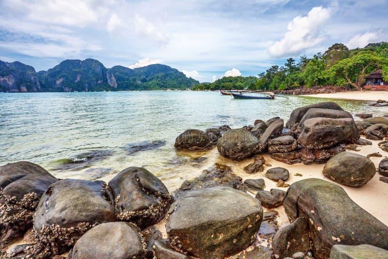 Download Exotischer Tropischer Strand. Stockbild - Bild von wolke, insel: 26366447