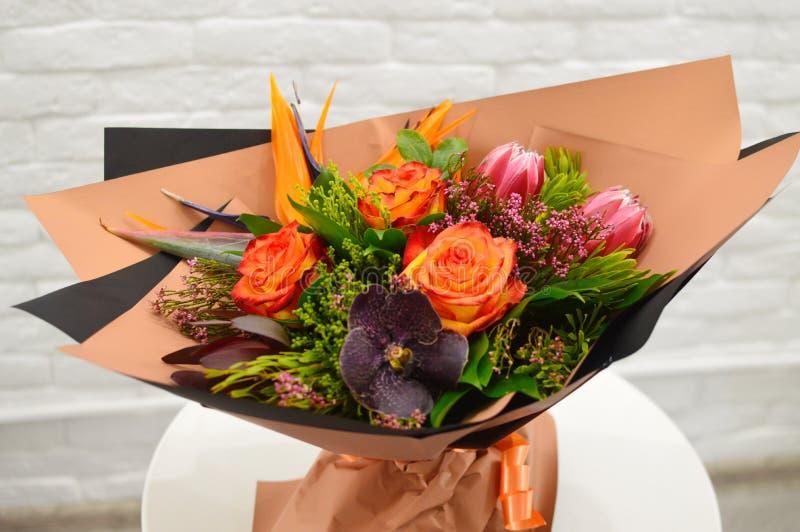 Exotischer ursprünglicher Blumenstrauß von Blumen lizenzfreies stockfoto