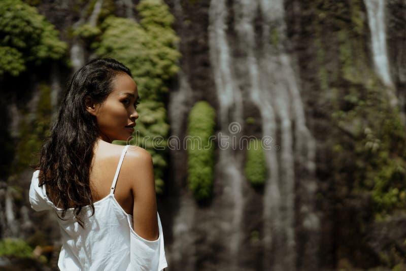 Exotisk skönhet av den asiatiska kvinnan arkivfoto