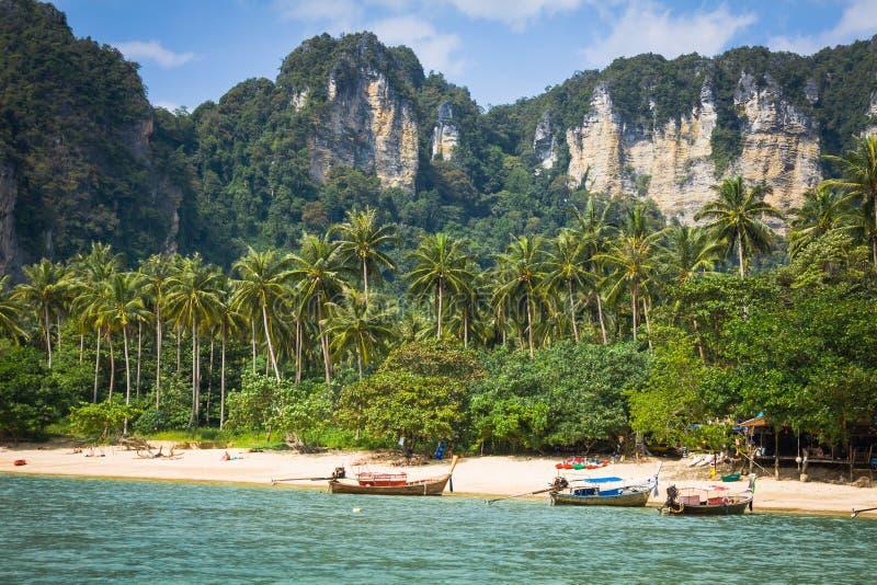 Exotisk strand för Ao Nang, Krabi landskap, Thailand arkivbilder