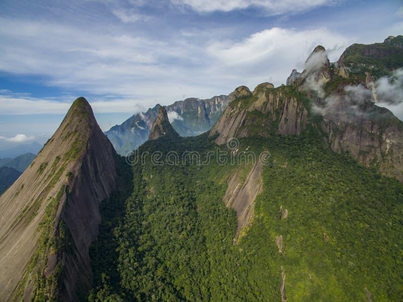 Exotiska berg underbara berg Bergfinger av guden, staden av Teresopolis, tillstånd av Rio de Janeiro, Brasilien royaltyfri foto