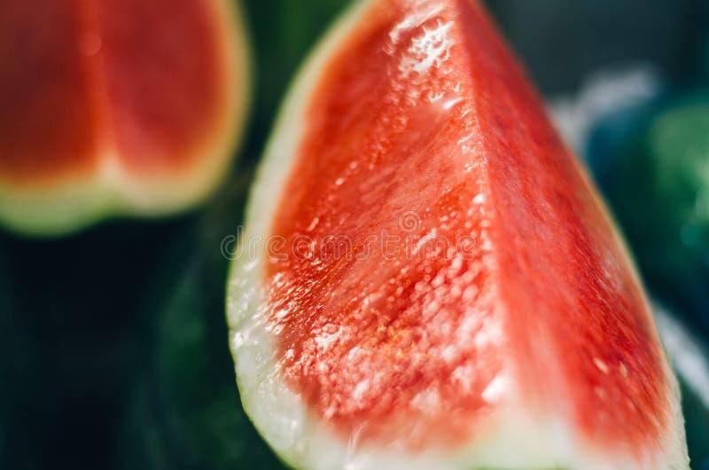 Exotiska tropiska frukter, vattenmelonfruktskärm i den nya marknaden arkivfoton