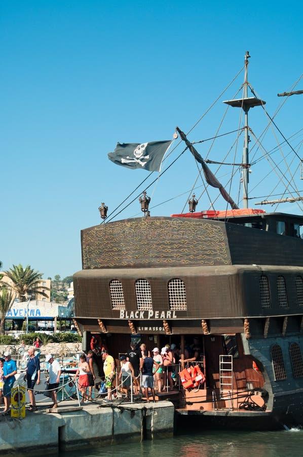 Expédiez la perle noire dans Agia-Napa, Chypre photographie stock libre de droits