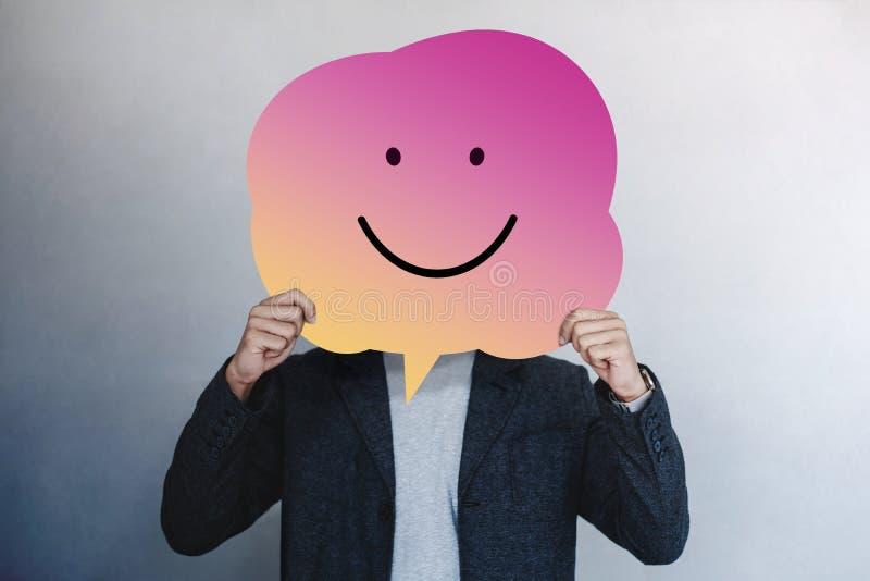 Exp?rience de client ou concept ?motif humain Homme présent son sentiment heureux images stock