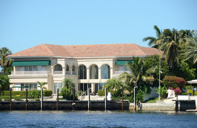 Download Expensive Waterfront Mansion Stock Image - Image: 24997245