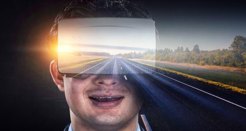 Experiencia de la realidad virtual Tecnologías del futuro imagenes de archivo