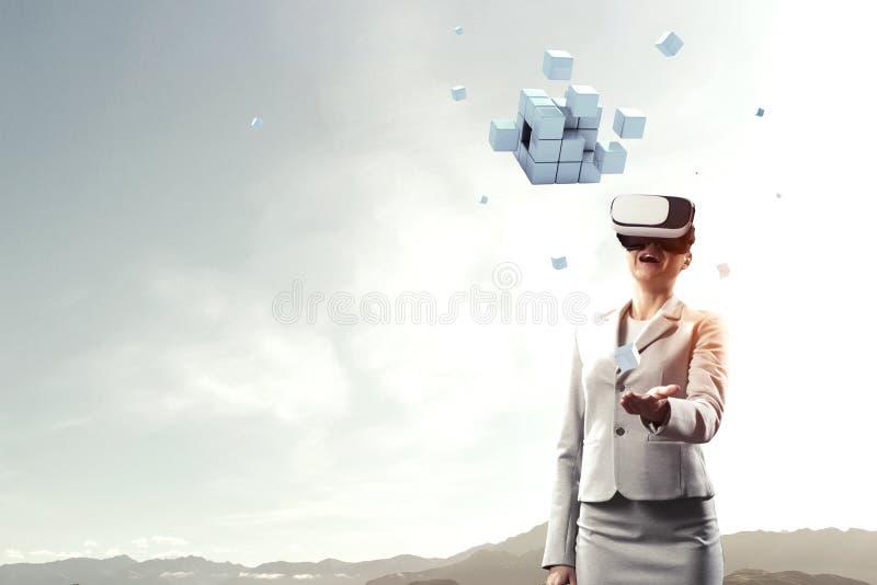 Experiencia de la realidad virtual Tecnolog?as del futuro T?cnicas mixtas fotografía de archivo