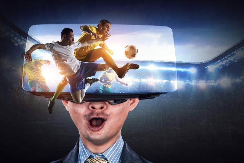 Experiencia de la realidad virtual y tecnolog?as del futuro T?cnicas mixtas foto de archivo