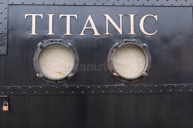 Experiencia titánica Cobh, una atracción temática en la línea blanca anterior taquilla de la estrella imagenes de archivo