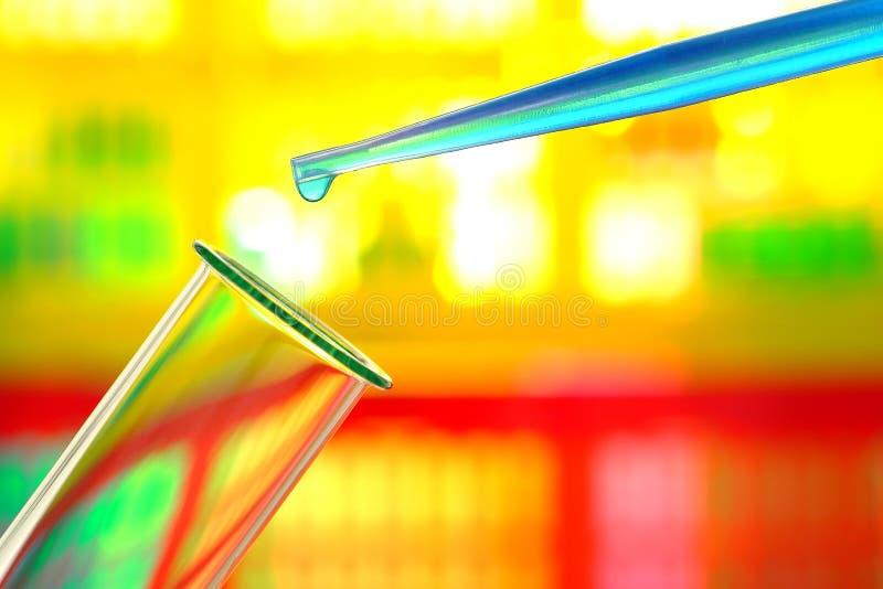Experiment in het Laboratorium van het Onderzoek van de Wetenschap royalty-vrije stock foto