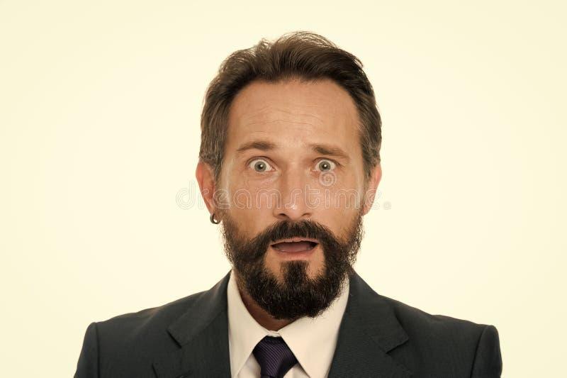 Experimentado pero confuso Cara masculina desconcertada confundida con ascendente cercano de la barba y del bigote Hombres de neg fotografía de archivo