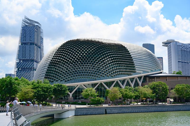 Explanada, teatros en la bahía, Singapur imagenes de archivo