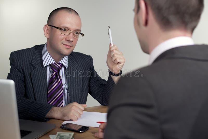 Explication d'homme d'affaires photo stock