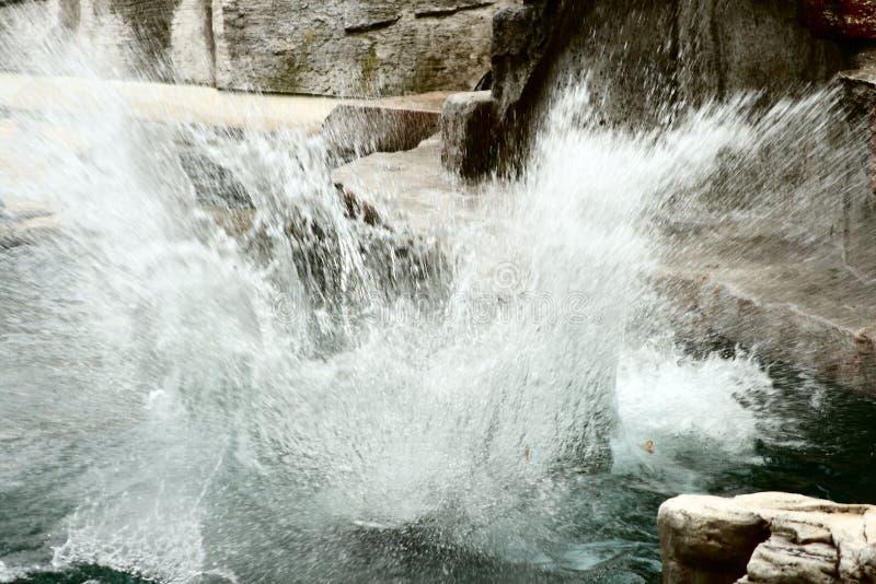 Explodierendes Wasser lizenzfreie stockbilder