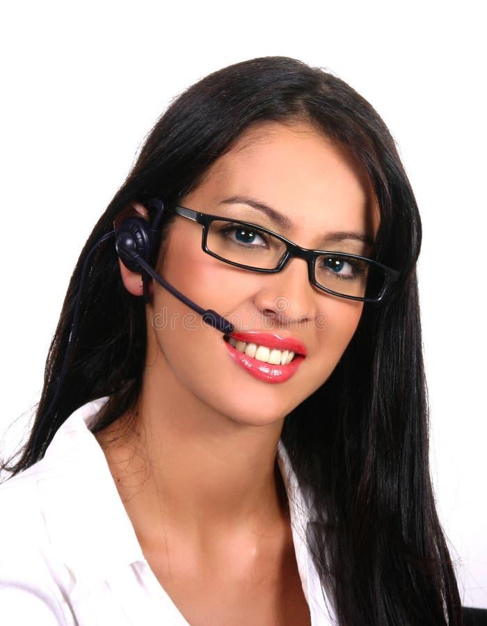Exploitant met (Latijnse) hoofdtelefoon en glazen