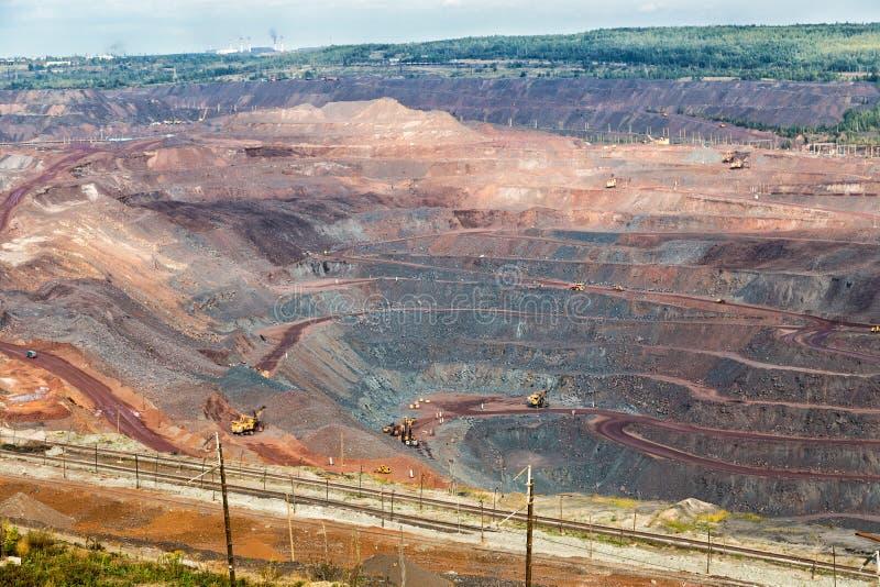 Exploitation de minerai de fer Zheleznogorsk Russie photographie stock libre de droits