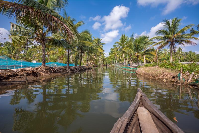 Exploitation de pisciculture en ?le de Munroe, endroit id?al pour le voyage de cano? par des canaux de mare photos stock