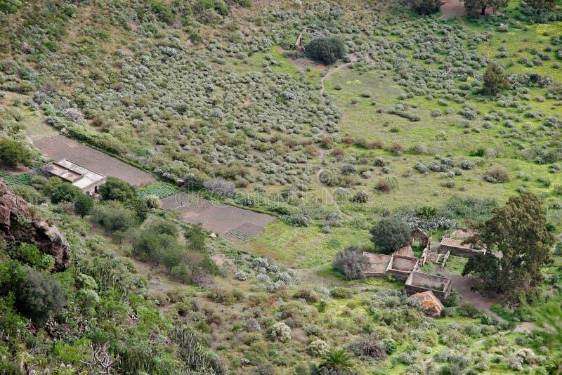 Exploração agrícola abandonada em uma caixa vulcânica foto de stock royalty free