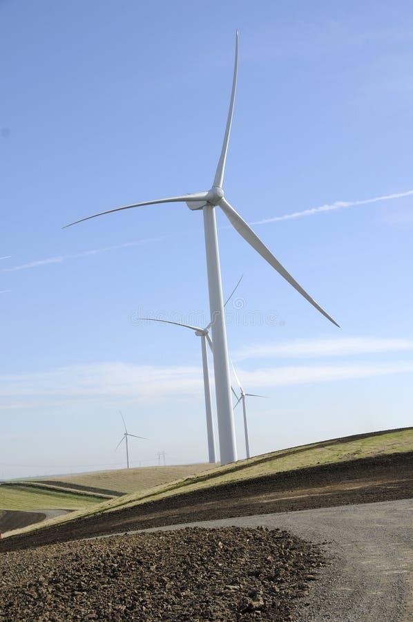 Exploração agrícola de energia 2 do vento imagens de stock royalty free