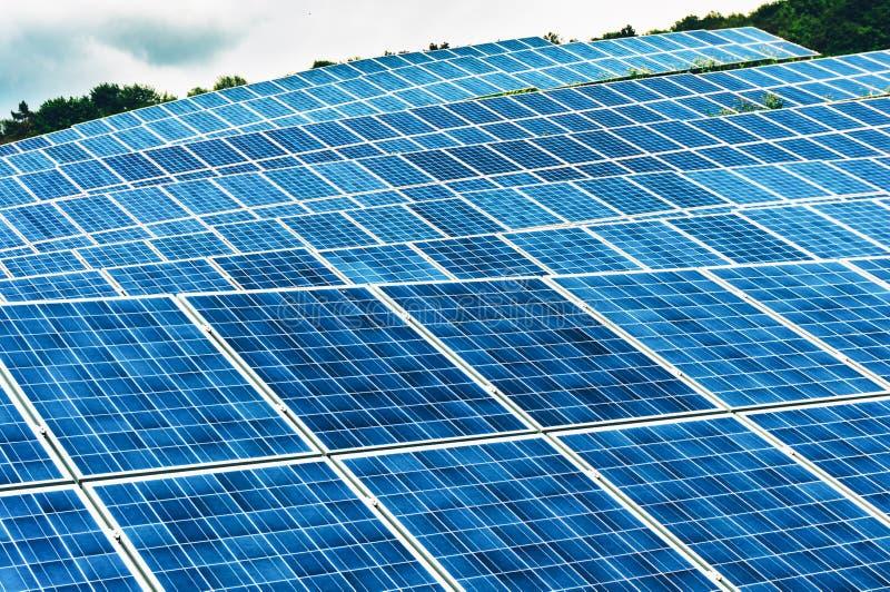 Exploração agrícola de energia solar imagens de stock royalty free