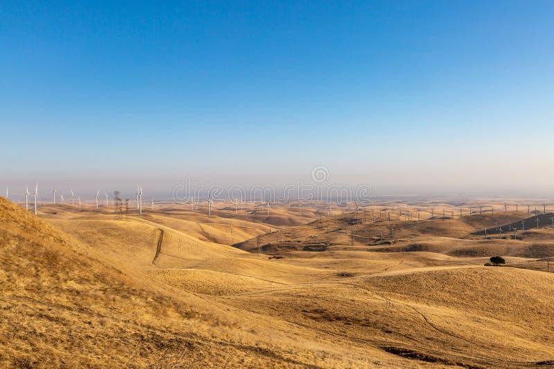 Exploração agrícola de vento da passagem de Altamont fotos de stock