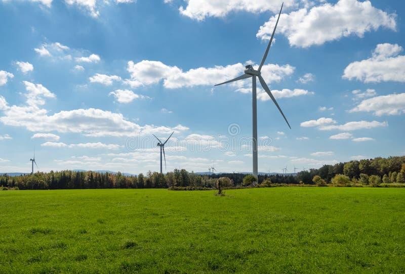 Exploração agrícola de vento rural do norte do estado em New York foto de stock royalty free