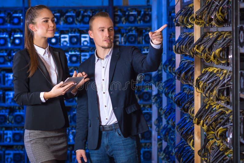 Exploração agrícola do mineiro de Bitcoin imagem de stock royalty free