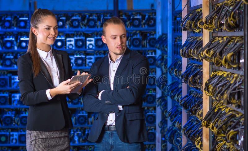Exploração agrícola do mineiro de Bitcoin fotos de stock