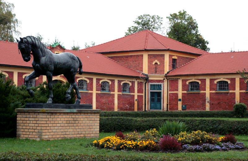 Exploração agrícola do sculpture-parafuso prisioneiro do cavalo imagens de stock royalty free