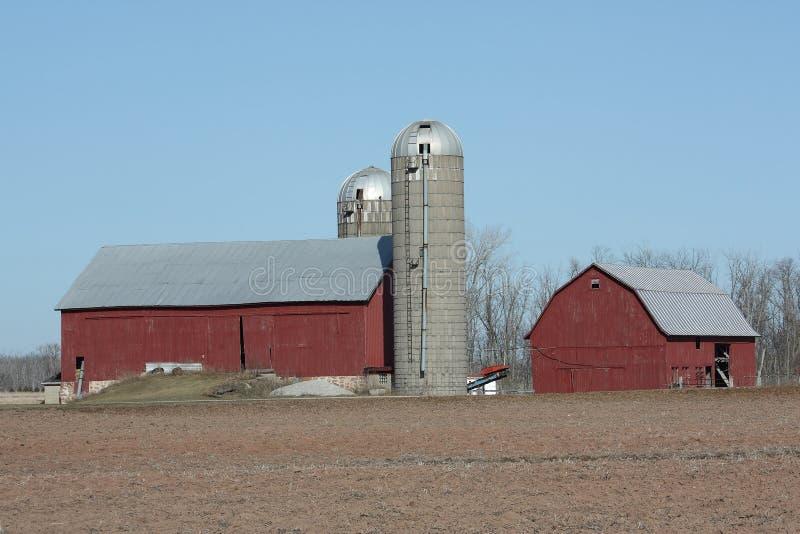 Exploração agrícola e celeiros rurais de Wisconsin fotografia de stock