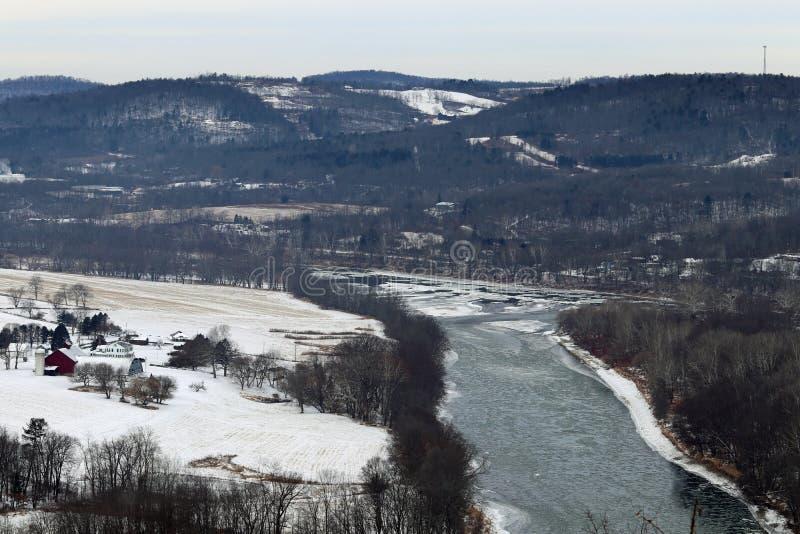 Exploração agrícola e o Rio Susquehanna gelado imagem de stock royalty free