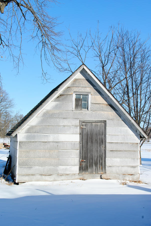 Exploração agrícola vertida no inverno imagem de stock royalty free
