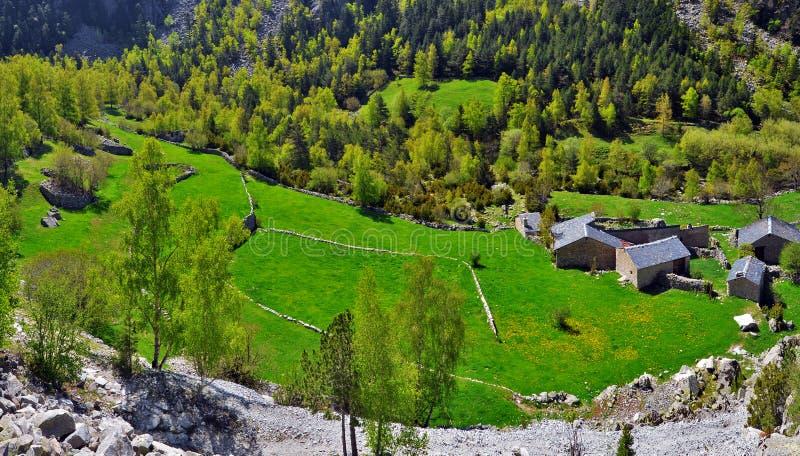 Explorações agrícolas andorranas tradicionais no vale de Madriu-Perafita-Claror fotografia de stock