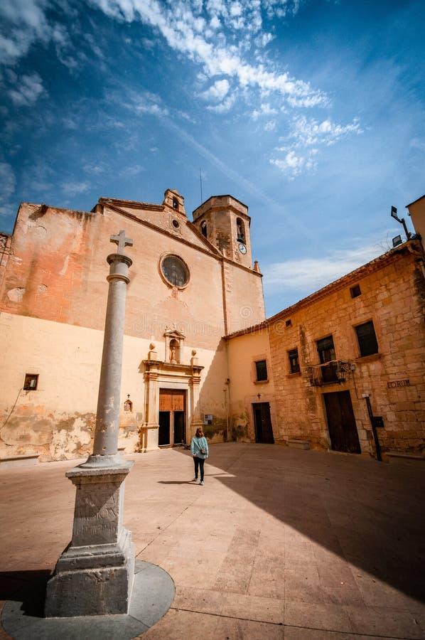 Explorando a cidade velha bonita de Altafulla imagens de stock royalty free