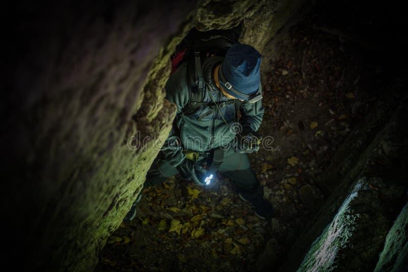 Explorateur caucasien de cavernes image stock