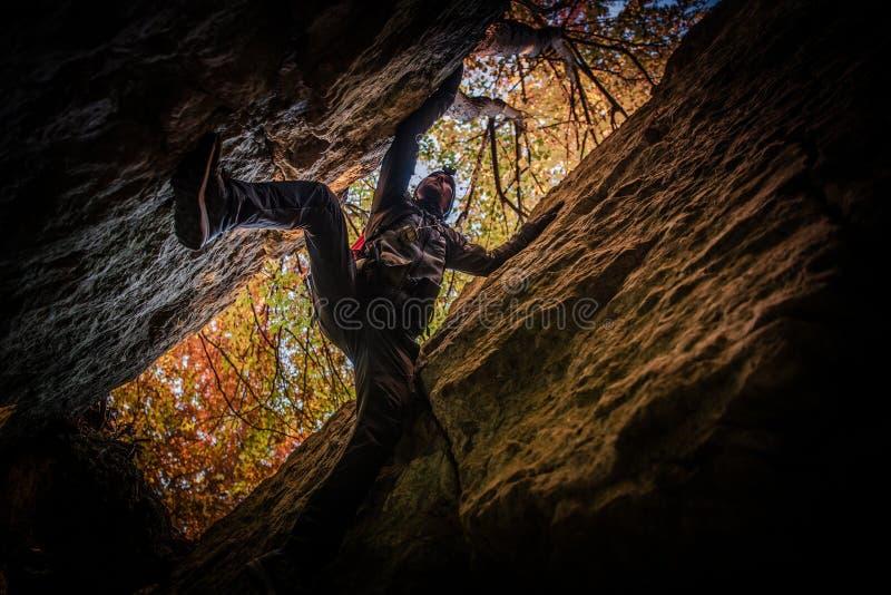 Exploration extrême de caverne photo libre de droits